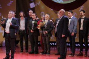 """Директорът на Пловдивския театър Кръстю Кръстев взе наградата за най-добър спектакъл за """"Дебелянов и ангелите"""" novini-plovdiv-press"""
