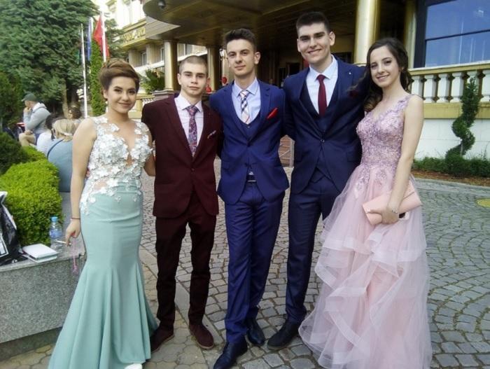 Три момчета и две момичета от Френската гимназия бяха сред първите, които дойдоха пред Тримонциум novini-plovdiv-press