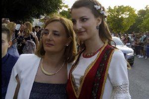 Констанца от Френската гимназия се премени с народна носия novini-plovdiv-press