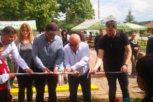 Областният лидер на БСП Георги Гергов преряза лентата на новата детска площадка.