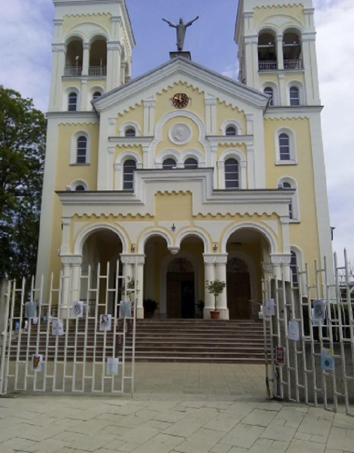 """Църквата """"Пресвето Сърце Исусово"""" в Раковски, в която папа Франциск ще отслужи Света литургия novini-plovdiv-press"""