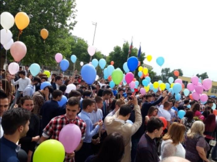 Разноцветни балони, конфети и шампанско в Математическата в Пловдив novini-plovdiv-press
