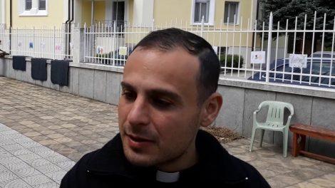 """Отец Ивелин Генов от църквата """"Пресвето Сърце Исусово"""" в Раковски novini-plovdiv-press"""