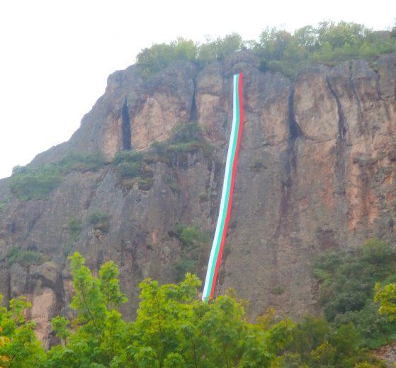 50-метровият трикольор в памет на Боян Петров