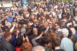 Румен Радев пред множеството в Асеновград. СНИМКА: Президенстство на РБ