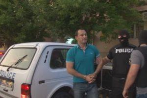 Ральо Ралев беше докаран в кметството с белезници.