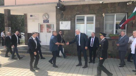 Областният управител Здравко Димитров посрещна премиера Брорисов.