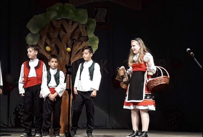"""Последната постановка на театрална група """"Малките таланти"""", в която са включени всички ученици от 4 """"б"""" клас novini-plovdiv-press"""