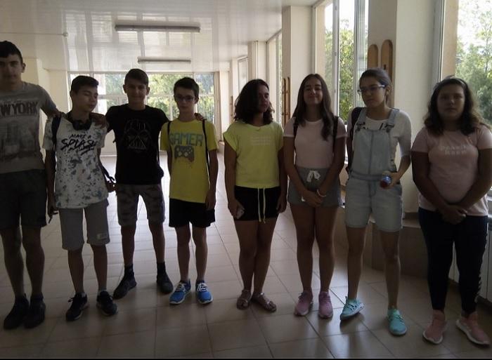 Бъдещите седмокласници искат искат учителката по български и литуратура Галя Янева да продължи да им преподава novini-plovdiv-press