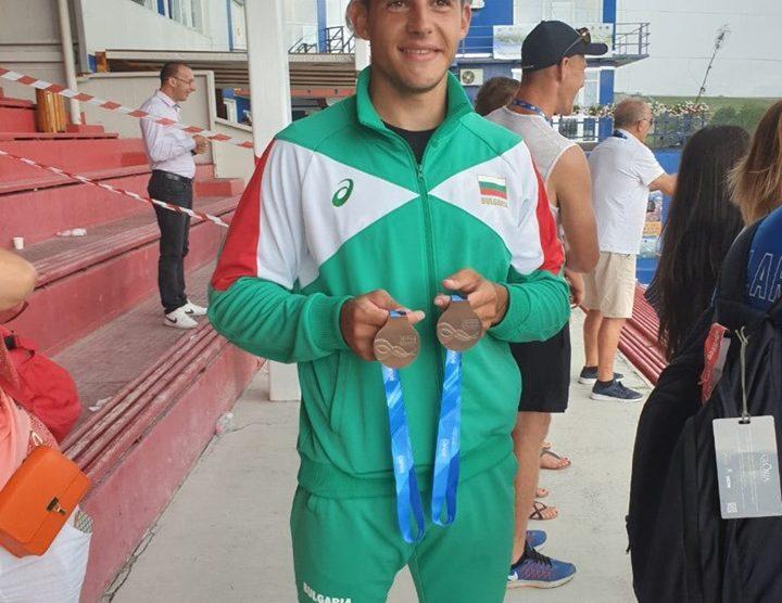 Ангел Кодинов с двата медала от Световното в Румъния.