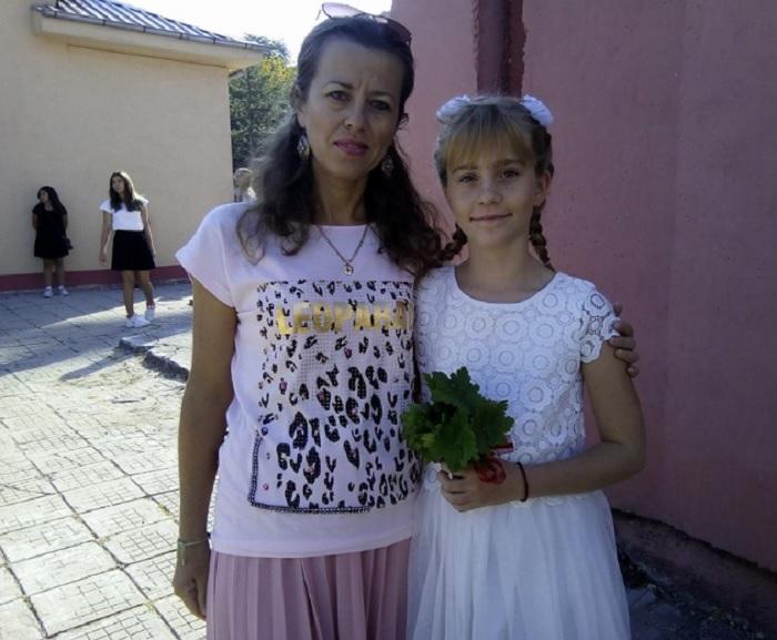 Йоана от четвърти клас е доволна, че ще учи религия. Майка й благодари на учителите novini-plovdiv-press