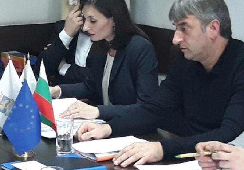Мария Белчева тепърва ще бере ядове при търсене на мнозинство в ОбС.