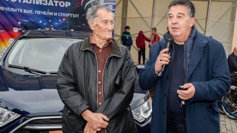 Ключовете от автомобила връчи Атанас Узунов, регионален директор в БСТ novini-plovdiv-press