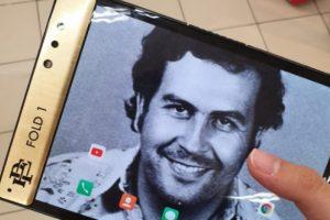 Сгъваемият смартфон в памет на наркобоса Пабло Ескобар