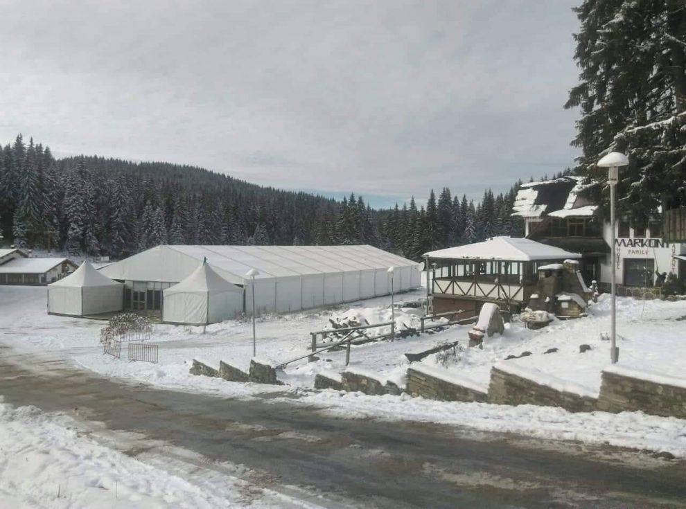 Голямата шатра, където е студентският купон на Пампорово