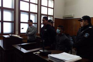 Исмаил Асан и Митко Асенов в съдебната зала.