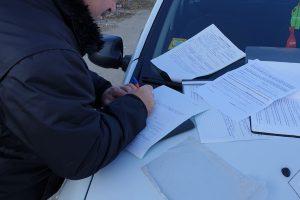 Общинска охрана съставя акт на нарушитела.