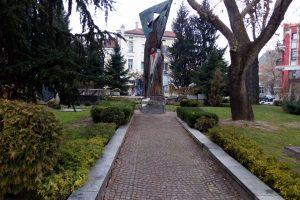 Паметникът на репресираните пред Община Пловдив