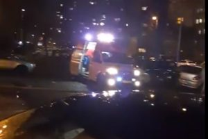 Линейка реанимира пострадал. Кадър: ПловдивПрес