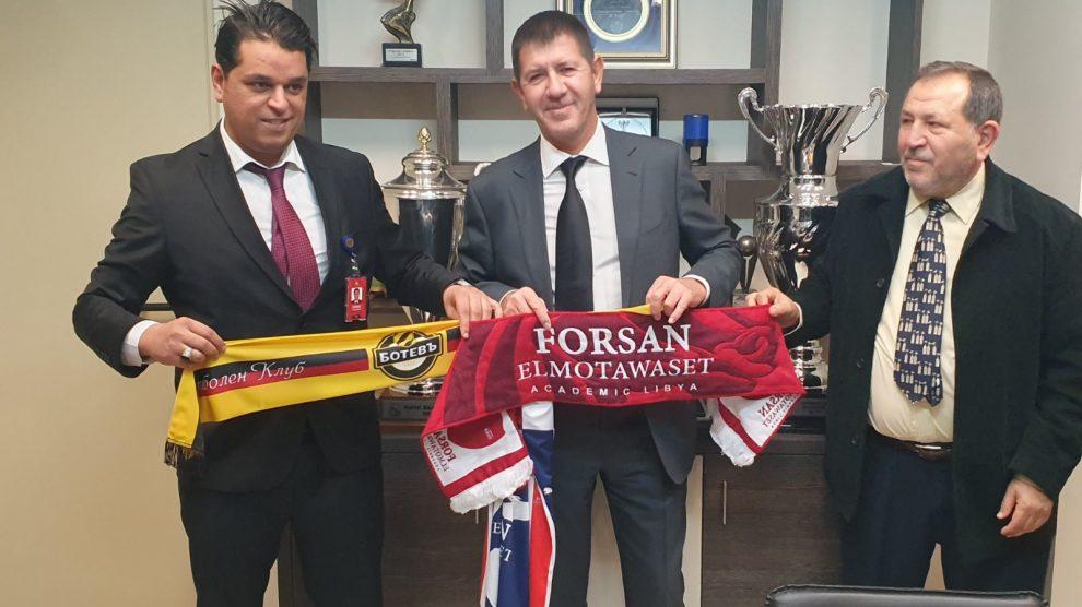 """Собственикът на """"Ботев"""" Георги Самуилов и представителите на либийската футболна академия."""