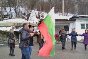 Павел Михайлов и Владимир Маринов поведоха хорото.