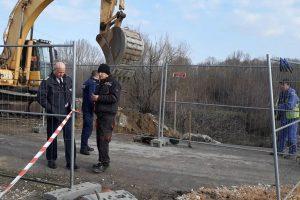 Преливникът ударно се ремонтира, установи проверка на полицията, в присъствието на репортер на ПловдивПрес.