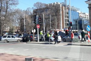 Двата автомобила са смачкани до неузнаваемост