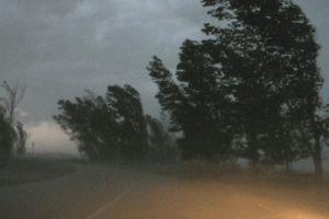 Бурен вятър