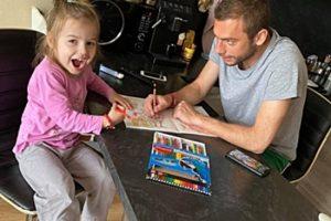 Лъчо и малката Лина СтойВкъщи Кадър: ФБ