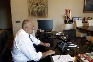 Кабинетът ще заседава чрез видеоконферентна връзка.
