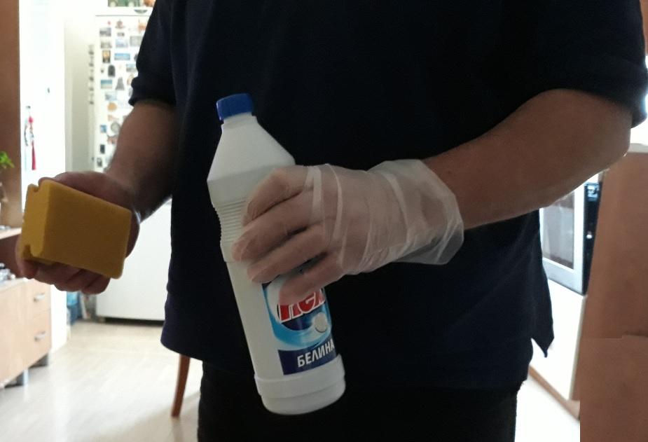 Слагайте ръкавици, маски и други предпазни средства, ползвайте белина.