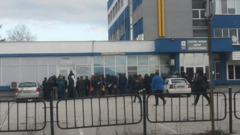 Опашка-инкубатор на зарази, се вие пред КАТ-Пловдив.