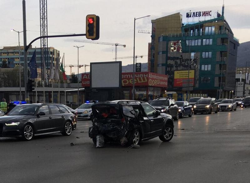 Колата на Милен Цветков след катастрофата. Кадър: Нова тв