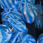 Младежи в Асеновград раздадоха пакети с хранителни продукти