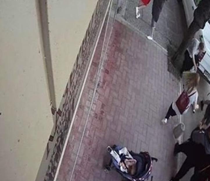Камера е запечатала кадри от побоя на улицата