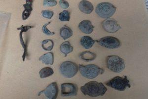От жилището на иманяра са иззети монети, кръстове, пръстени и други фрагменти