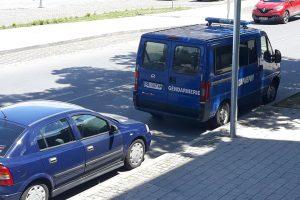 Бусът на жандармерията пред РИОСВ - Пловдив