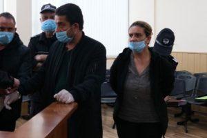Лихварят Менду, жена му и брат му в съда