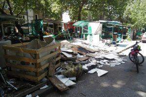 Планини от боклуци на алеята на ул. Младежка