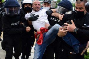 Един от протестиращите беше арестуван, снимка: bTV