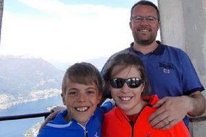 45 годишният Марио Бреси с децата си.