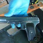 Един от откритите пистолети
