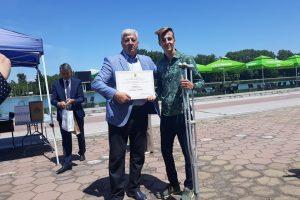Галин Генов получи своята награда в конкурса от кмета Здравко Димитров