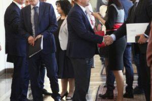 В Тристранката си стиснаха ръцете за минимални заплати по браншове