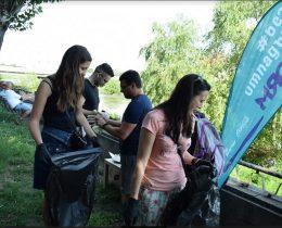 Доброволци почистиха река Марица