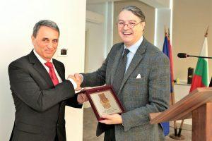 Срещата на проф. Пламен Моллов и Пау Рока през февруари.