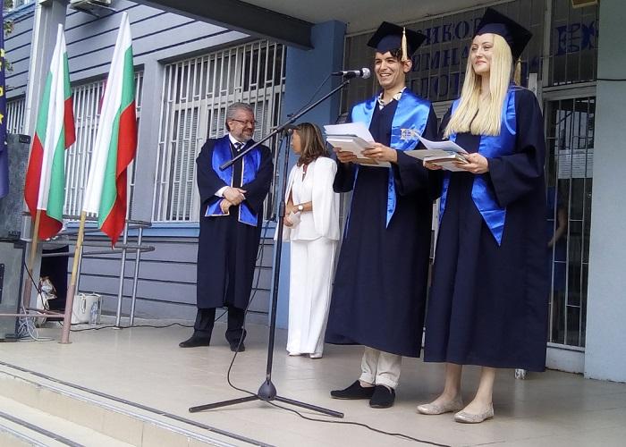 Георги Желязков и Гергана Георгиева благодариха на преподавателите от името на Випуск 2020