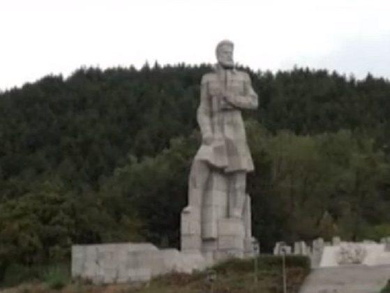 Паметникът на Христо Ботев в Калофер