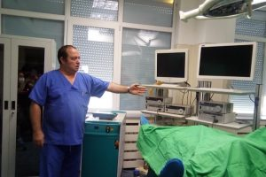 Проф. д-р Димитър Шишков показа новата апаратура в Клиниката по урология