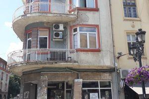 В тази сграда е едно от жилищата на Ангел Узунов.